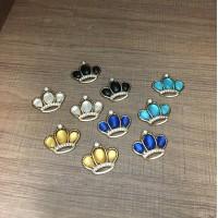 coroas de metal coloridas